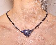 Kowal Outdoorschmuck mini Halskette Das Blaue Herz, in der Dusche getragen, klein
