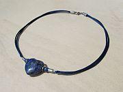 Kowal Outdoorschmuck mini Halskette Das Blaue Herz, Frontansicht, klein